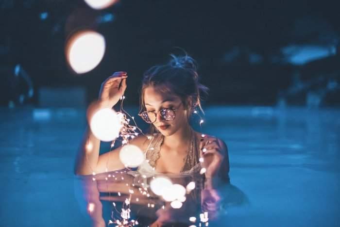 Một chút ảo diệu và phản chiếu của mặt nước